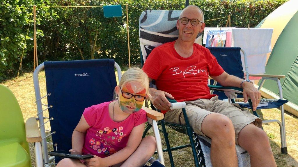 Derk Muller met zijn dochter.