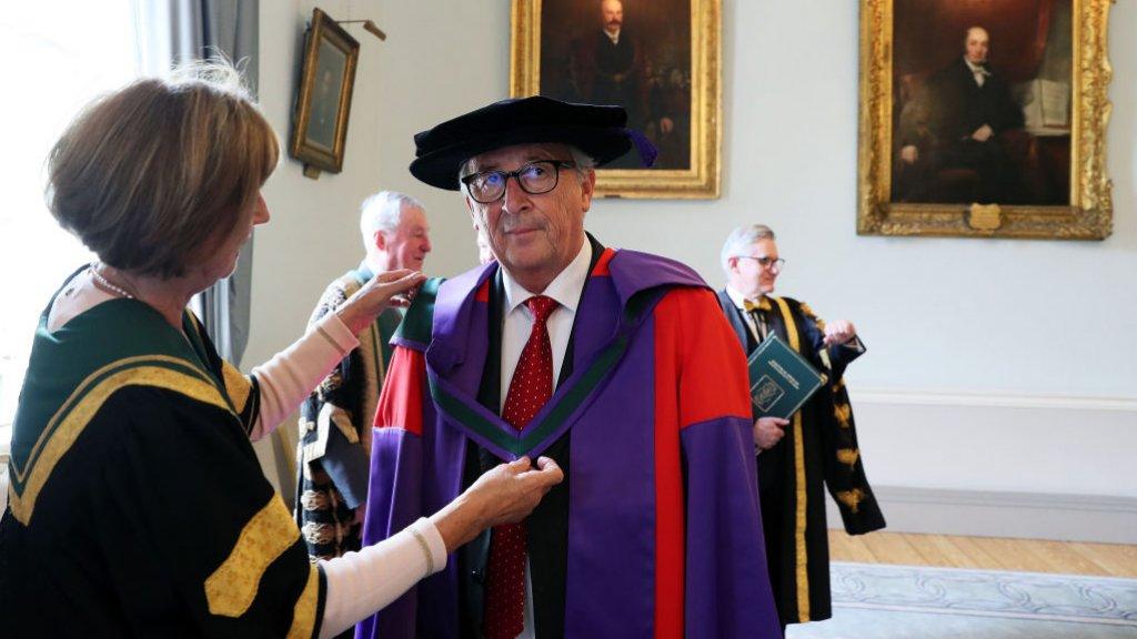 Jean-Claude Juncker krijgt een eredoctoraat in Dublin, Ierland.