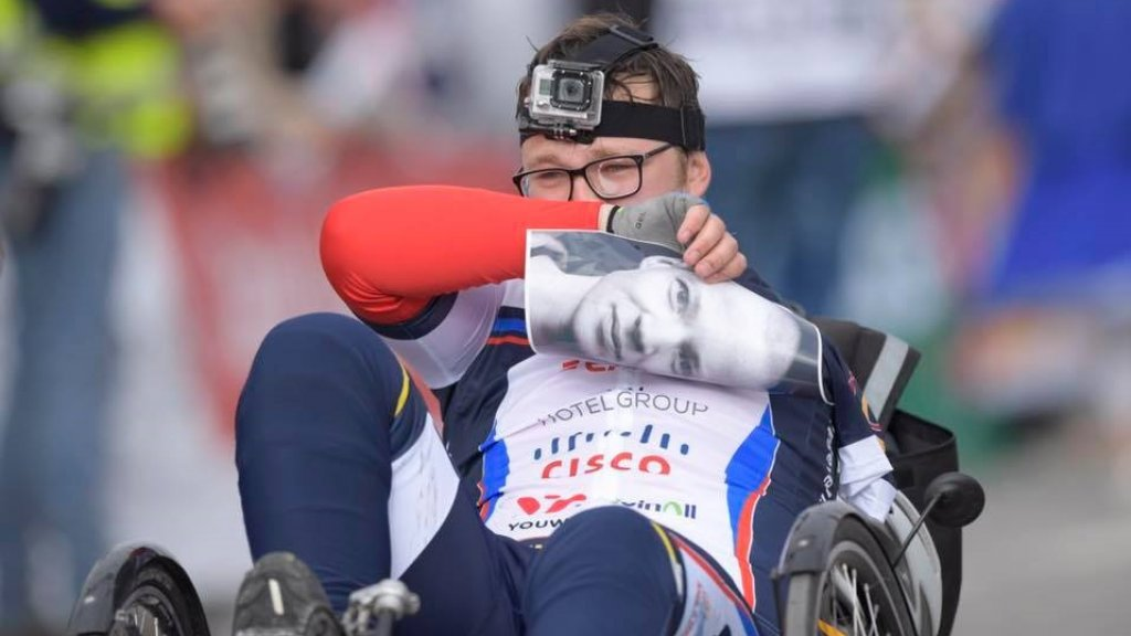 Thijs Kroezen beklom, voor zijn aan kanker overleden vrienden, zes keer de Alpe d'HuZes.