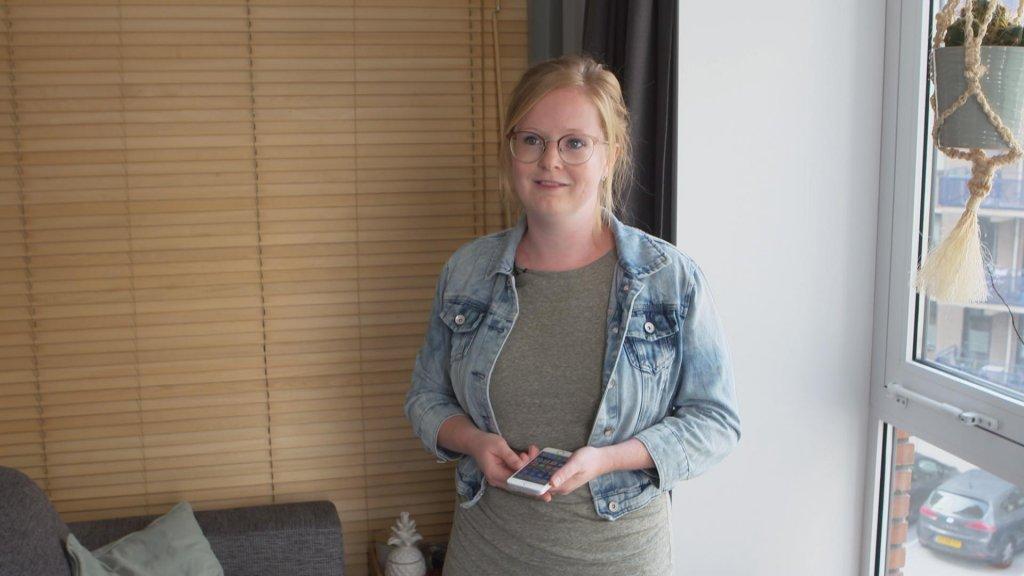 Anne Verstegen heeft in haar nieuwbouwappartement alleen op het balkon goed bereik.