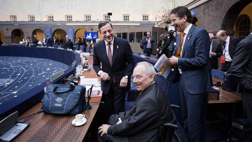 Mario Draghi, Wolfgang Schauble en Jeroen Dijsselbloem in de vergaderruimte van het Scheepvaartmuseum.