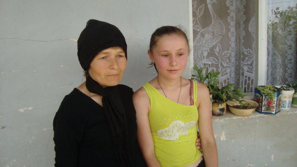 Sofi (rechts) en haar moeder in 2009.