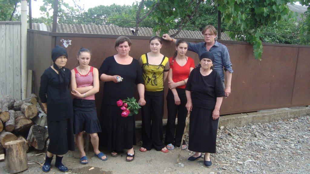 Jeroen Akkermans bij de familie Bestavashvili in 2009.