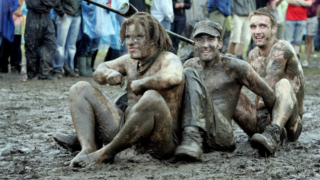 In 2006 was het festivalterrein een modderpoel.
