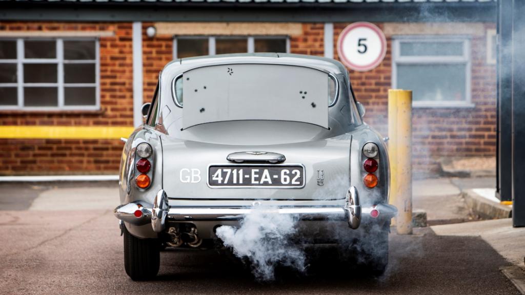 Een rookmachine en kogelwerend scherm: onmisbaar voor James Bond.