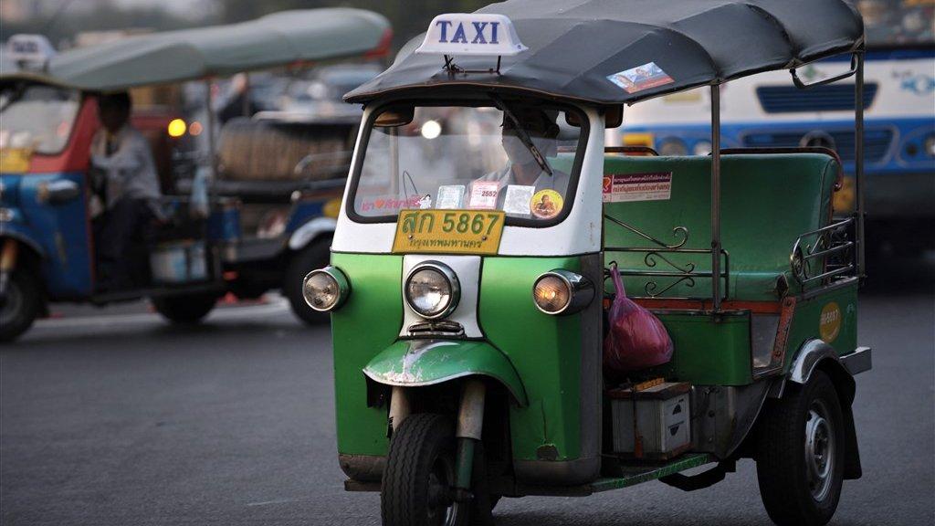 De ouderwetse tuktuk in Bangkok