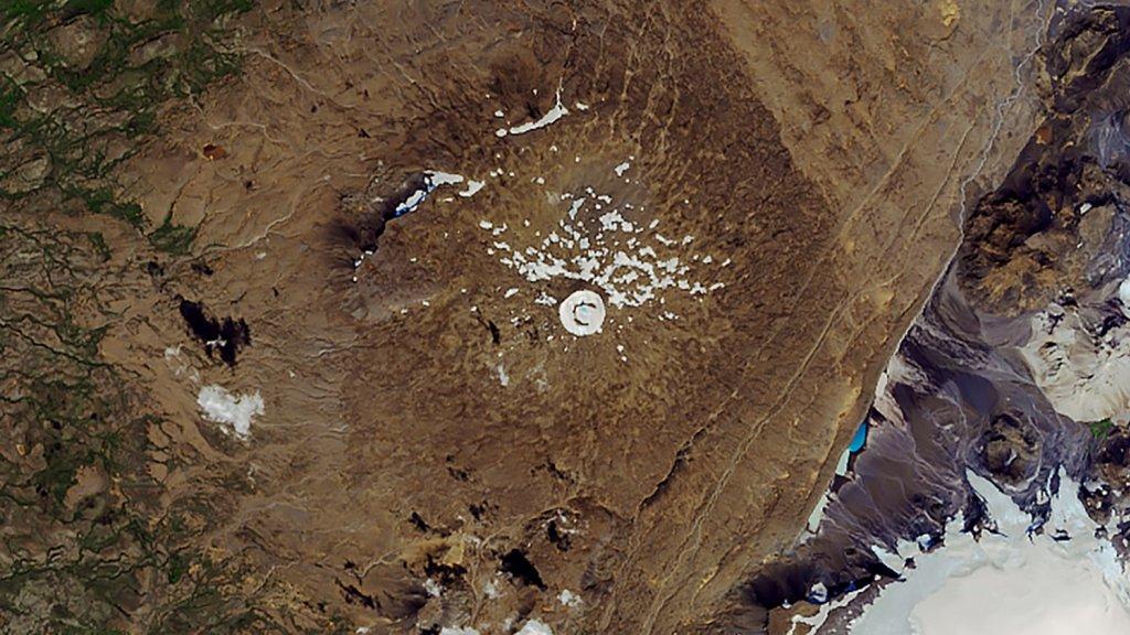NASA satellietfoto van de Ok vulkaan op 1 augustus, 2019.