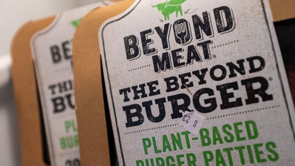 Beyond Meat is een vleesvervanger die op echt vlees lijkt.