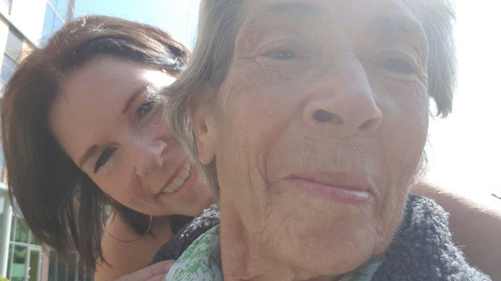 Anette met haar moeder Anke; onafscheidelijk na het ongeluk