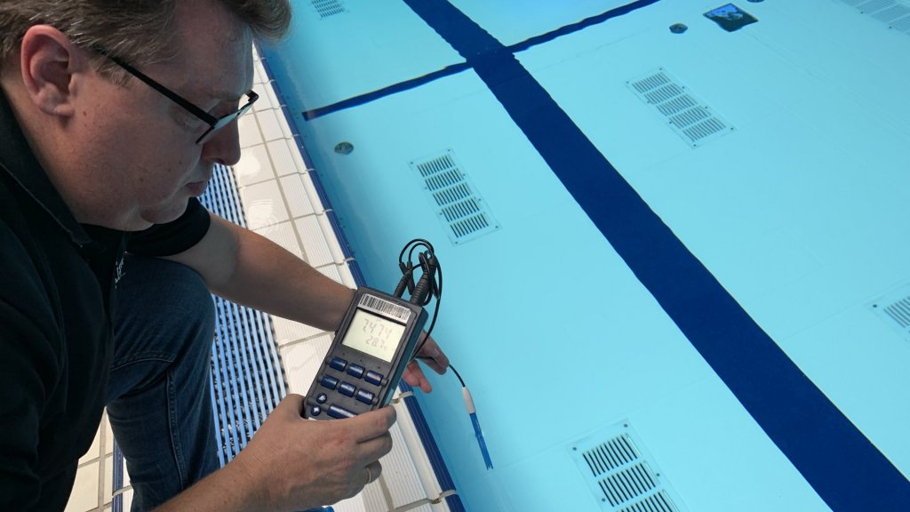 Uit inspectierapporten van provincies blijkt dat tientallen zwembaden en sauna's de afgelopen jaren herhaaldelijk de waterkwaliteit niet op orde hadden.