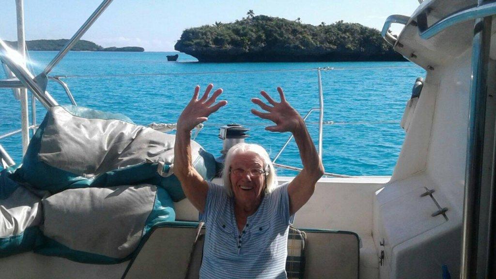 Tilly aan boord van de catamaran.