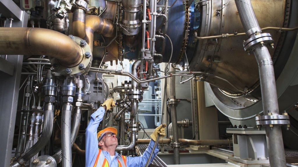 Energiecentrales gebruiken gasturbines om hun klanten van stroom te voorzien, maar de turbines kunnen ook door het leger gebruikt worden als vliegtuigmotor.