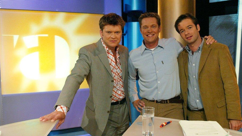 Beau in 2002 met zijn Boulevard-collega's Albert Verlinde en Peter van der Vorst. Van het gerucht dat Albert een vaste rol krijgt in zijn nieuwe talkshow, klopt overigens niets, zegt Beau. 'Misschien komt hij af en toe langs.'