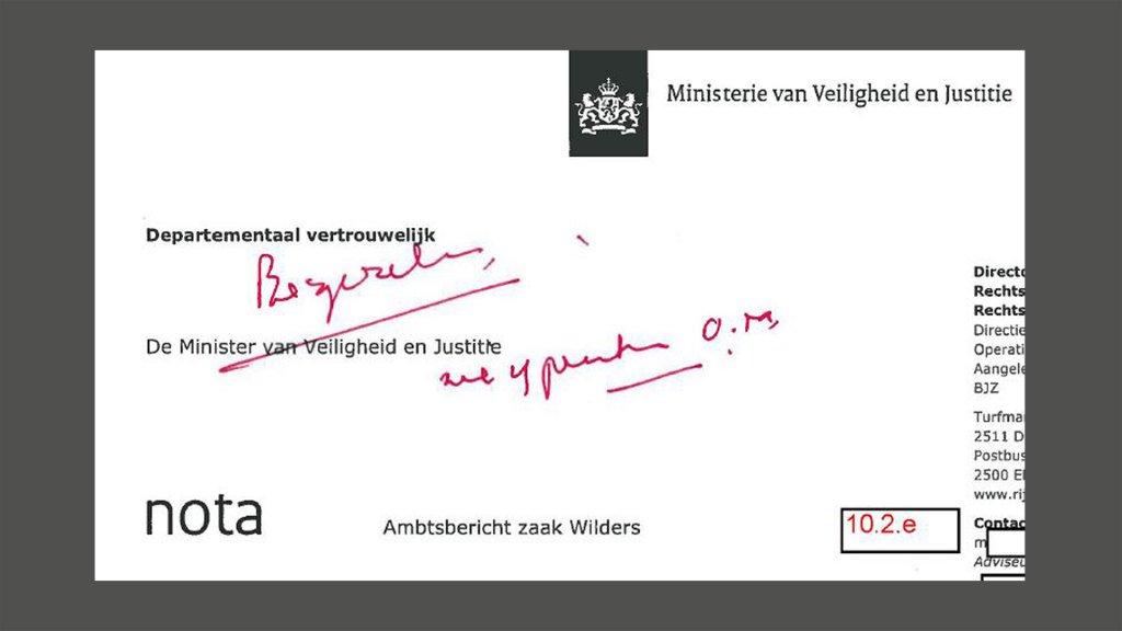 De aantekeningen van Opstelten in rood op de nota.
