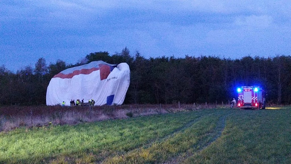 De luchtballon moest een noodlanding maken.