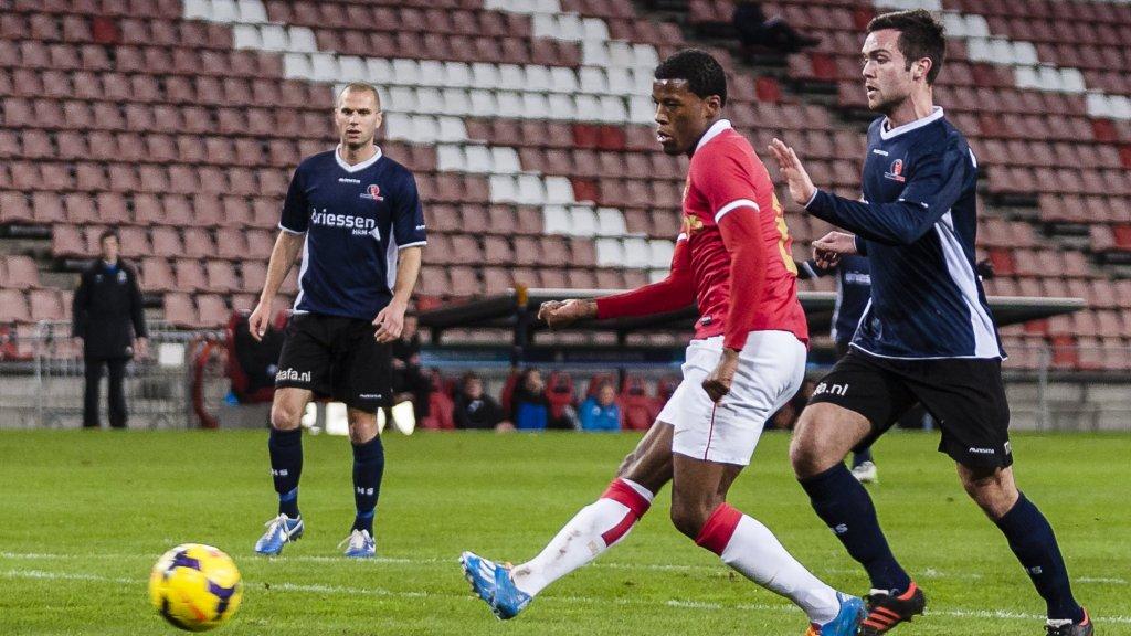 Wijnaldum in actie tegen Helmond Sport