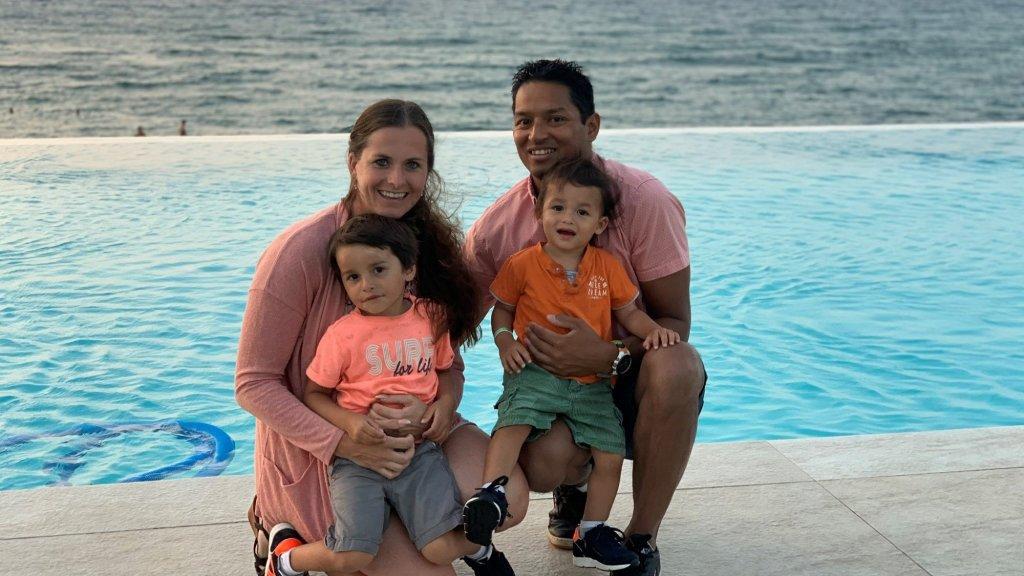 Toni met zijn gezin.