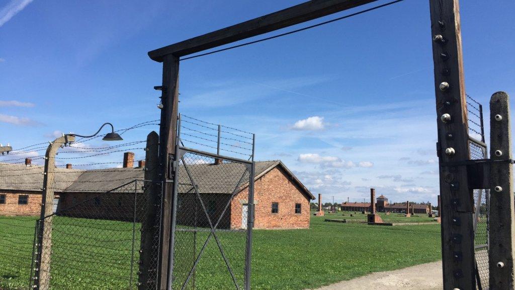 """""""De verschrikkingen die in Auschwitz zijn gebeurd, mogen we niet vergeten"""", zegt Kees Middendorp."""