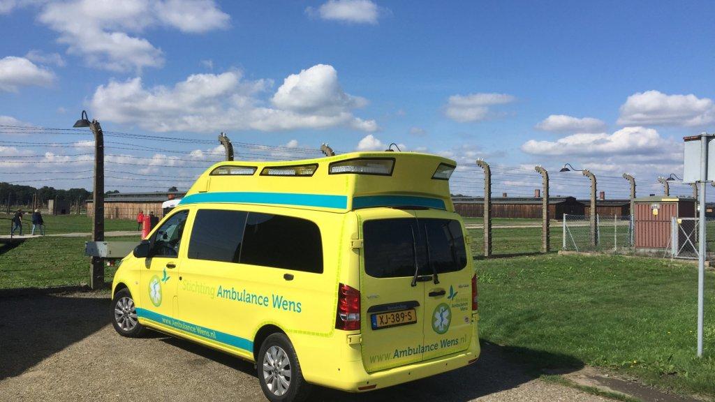 Met een ambulance werd Kees naar Auschwitz gereden.