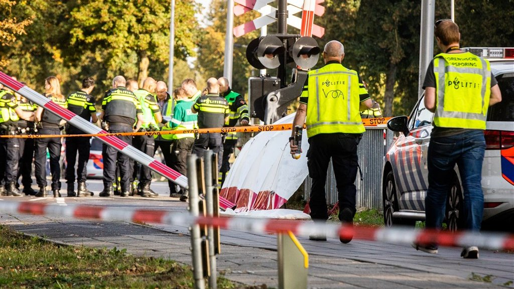 Hulpdiensten vlak na het ongeluk.