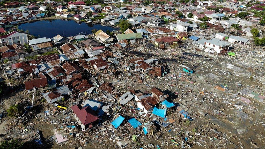 Verwoeste huizen in het Indonesische Sulawesi, na de tsunami in 2018. Daarbij kwamen 4340 mensen om.