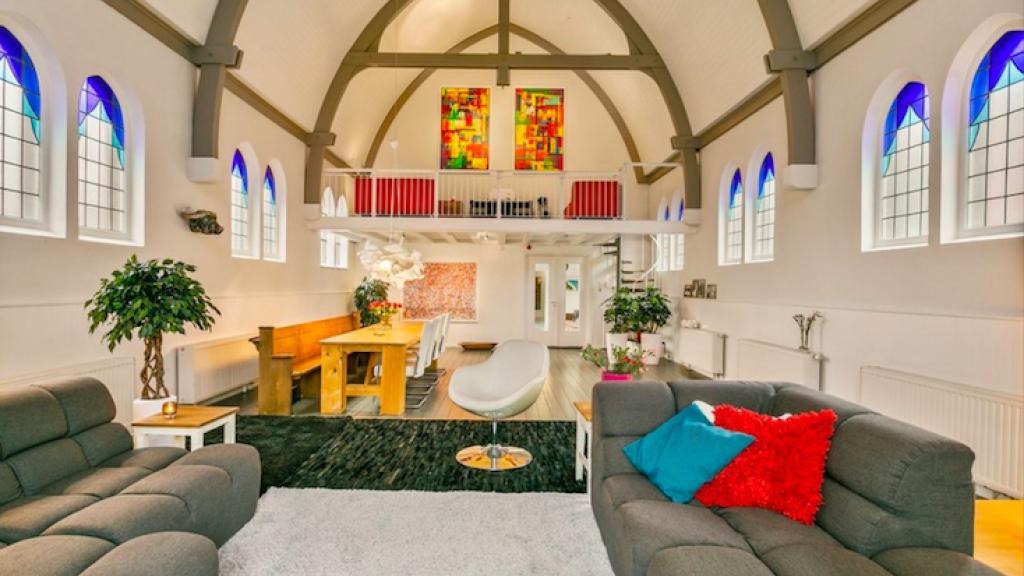 Een kerk getransformeerd tot een woonhuis in Amersfoort.