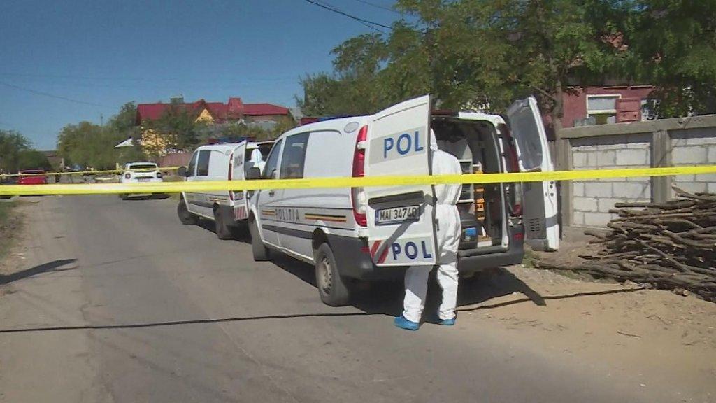 De politie doet onderzoek op de plek waar het meisje vandaag is gevonden.