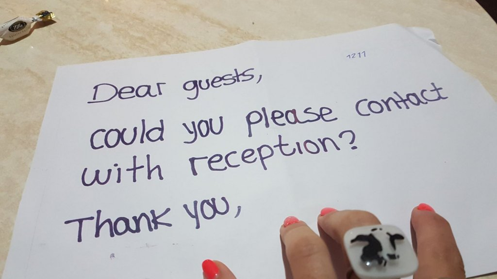 Hotelgasten krijgen nu een briefje onder hun deur doorgeschoven.