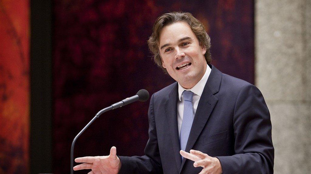 Minister Eurlings waarschuwde in 2008 voor een te snelle invoering van de bijzondere bromfiets