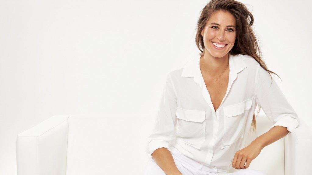 Alessandra Amoroso nasce a Galatina il e fin da piccola va a vivere a Lecce con i genitori.