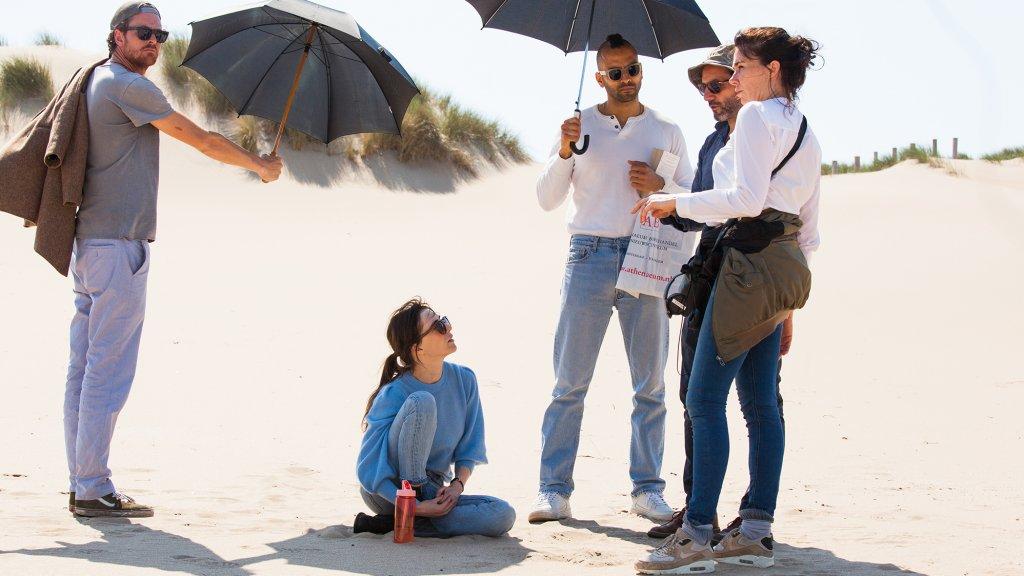 Carice van Houten, Marwan Kenzari en Halina Reijn op de set.
