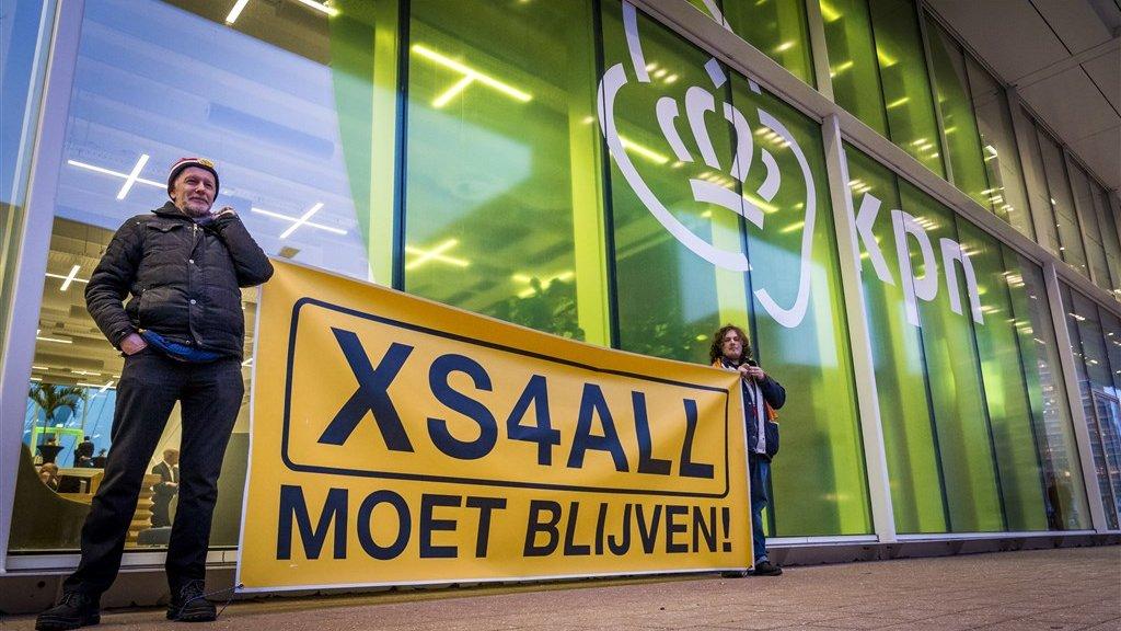 Eerder dit jaar werd bij het hoofdkantoor van KPN gedemonstreerd voor behoud van XS4All.