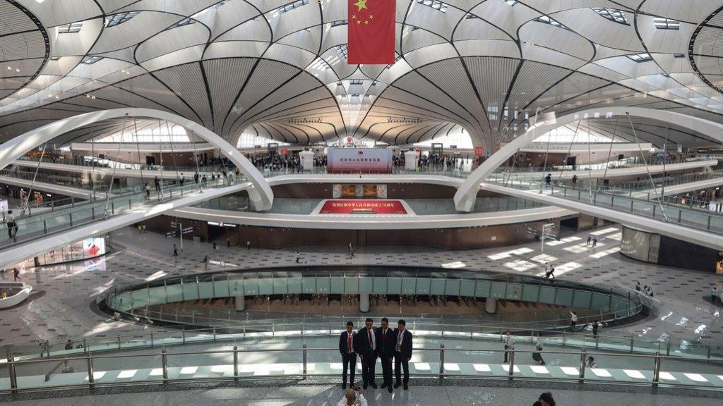 In Peking is op 25 september de grootste luchthaven ter wereld geopend.