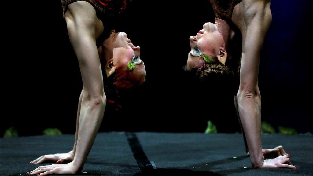 2 acrobaten