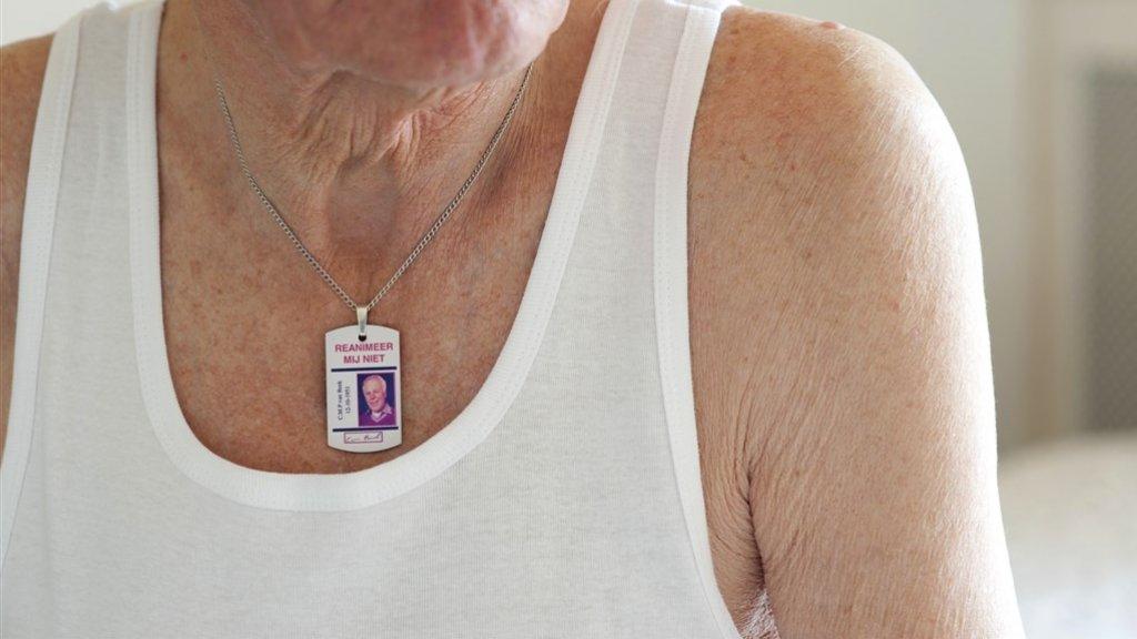 De ketting hangt bij veel mensen elke dag om de nek.