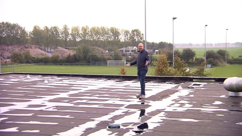 Op dit dak wil Van de Laan graag zonnepanelen leggen.