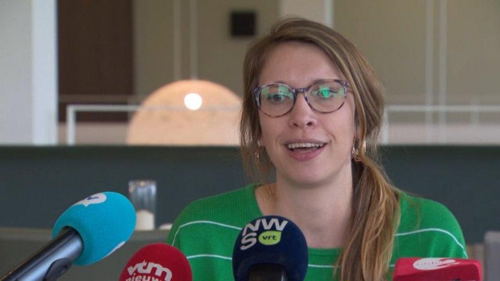 Moeder Ellen De Meyer tijdens de persconferentie
