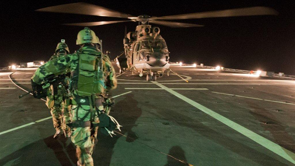 De Cougar-heli's worden onder meer gebruikt om commando's te droppen tijdens antipiraterijmissies.