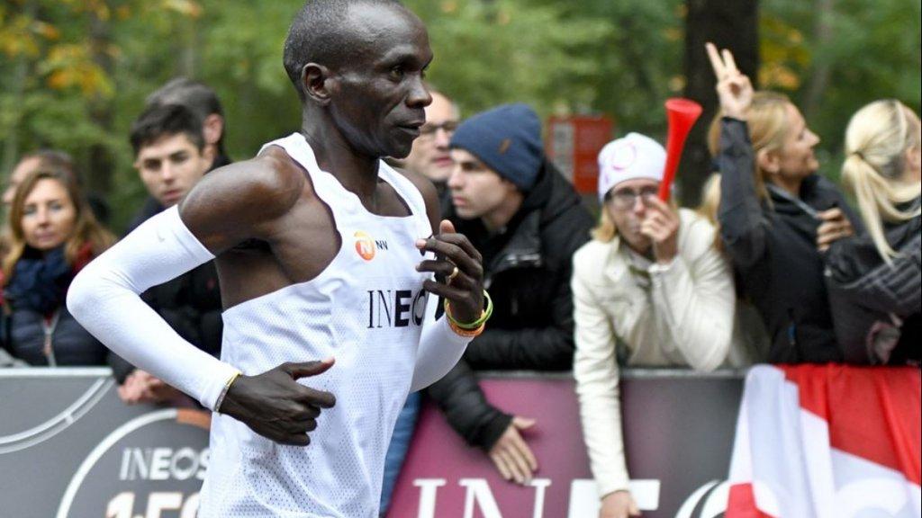 Eliud Kipchoge tijdens zijn recordpoging in Wenen