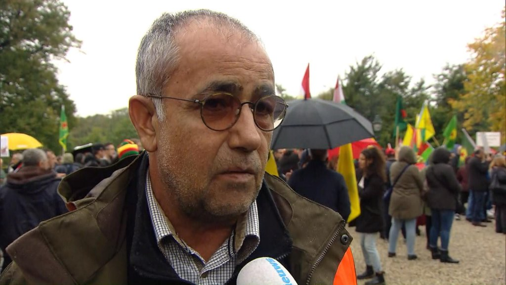 Egid Helbest, van de Koerdische organisatie HDP Nederland.