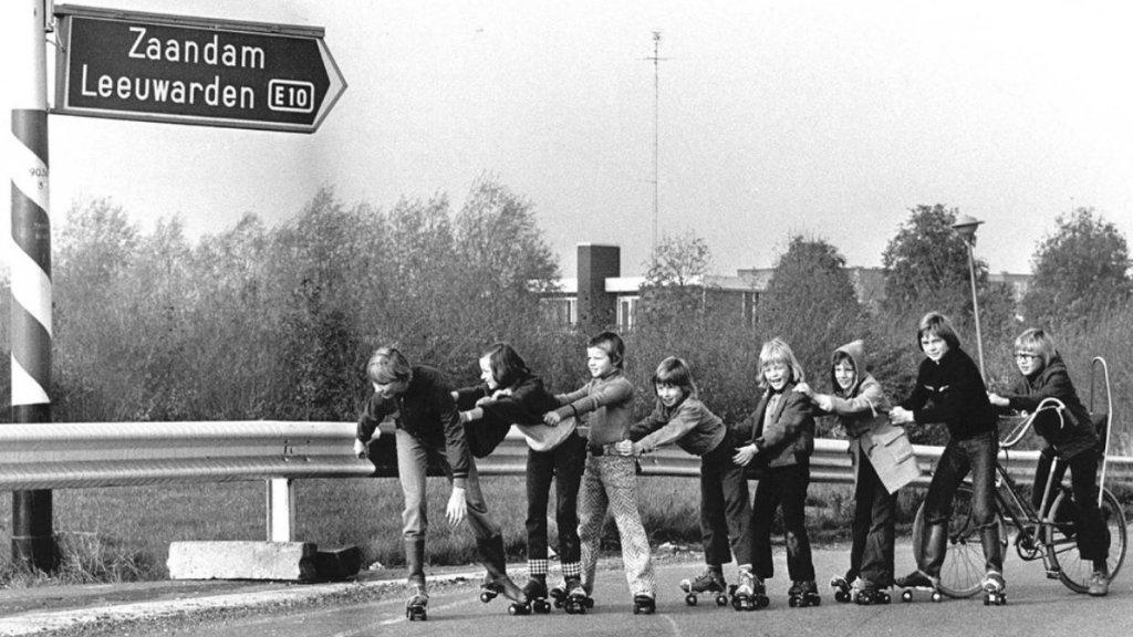 1973: Een rolschaatssleep op de snelweg