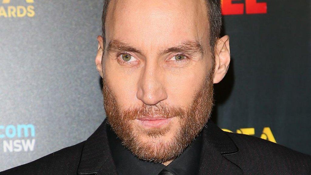 Callan Mulvey, de acteur die Drazic speelde, op een foto uit 2017. Hij is inmiddels 44. Mulvey raakte ernstig gewond tijdens een auto-ongeluk in 2003.