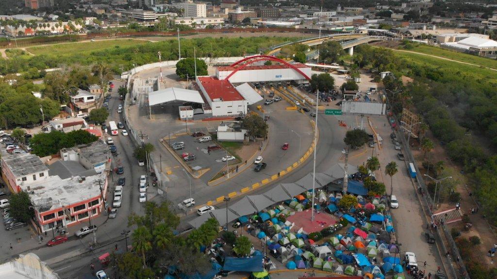 Tentenkampen aan de grens met Mexico.