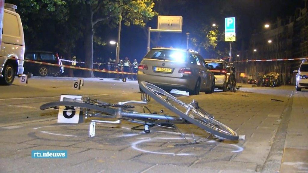 De fiets van Harm werd meegesleurd door de politiebus en belandde een stuk verder op het fietspad.