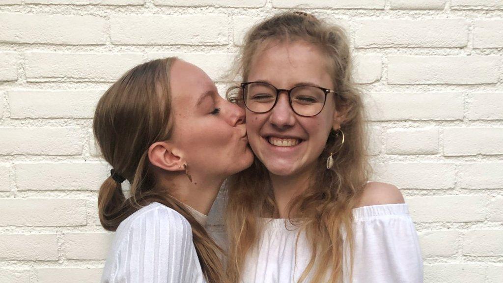 Gabi en een van haar vriendinnen.