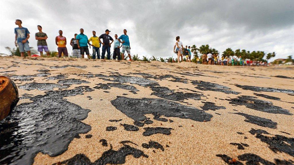 Al maanden zijn vrijwilligers in het land bezig in stranden schoon te maken