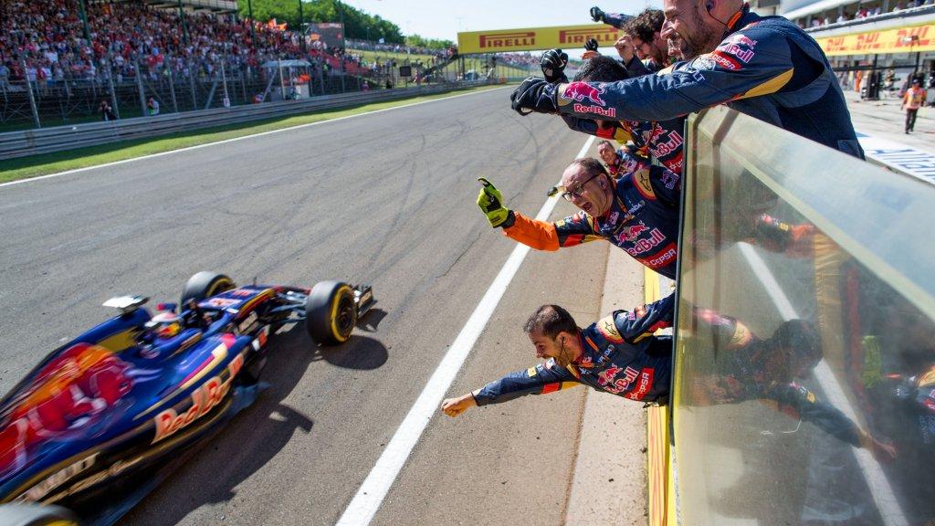 Verstappen stuurt zijn Toro Rosso in 2015 naar een vierde plek in Hongarije