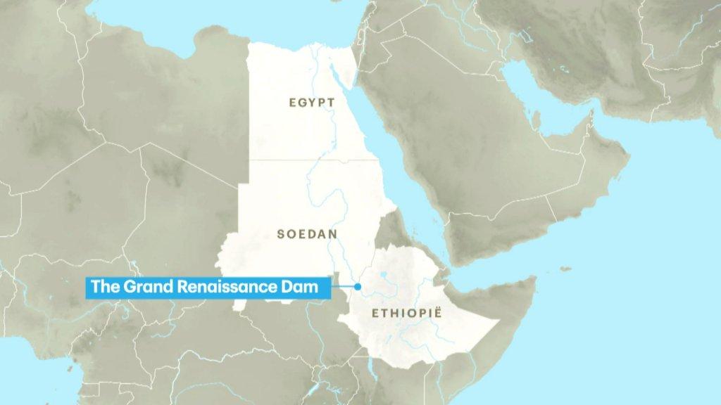 De dam wordt gebouwd vlakbij de grens met buurland Soedan