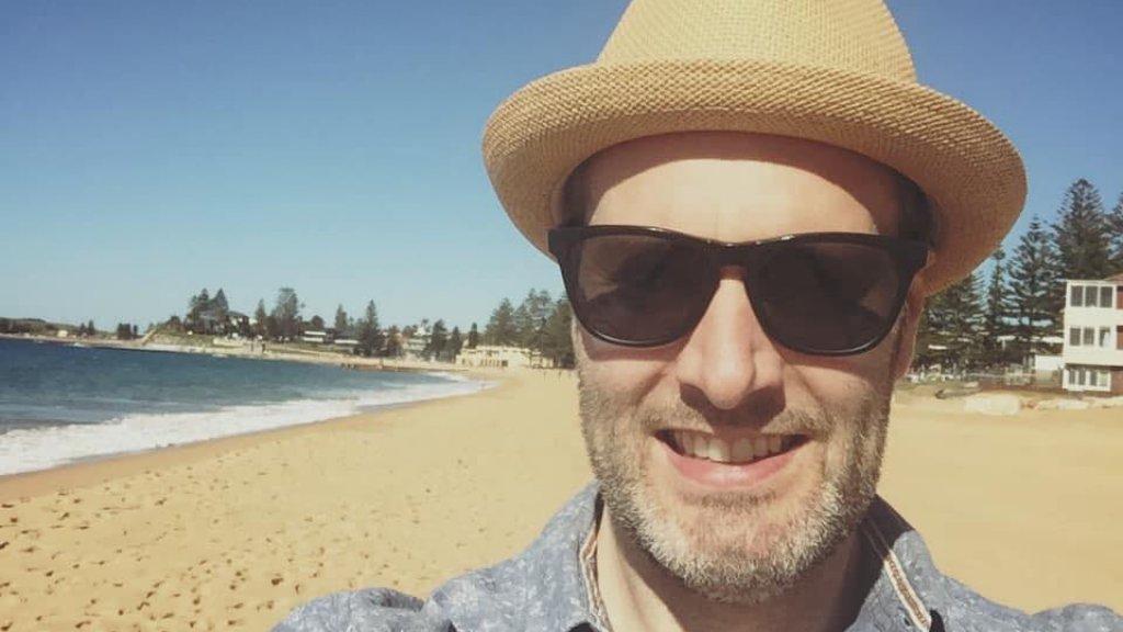 Colin Holmes woont sinds kort met zijn gezin in Sydney.