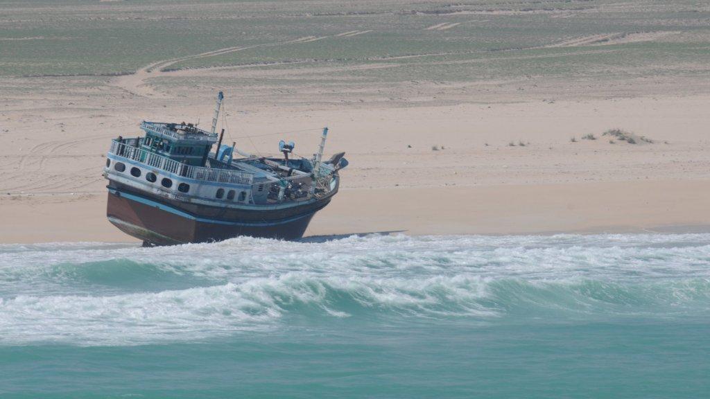 Het moederschip was na het explosief aangespoeld op het strand.